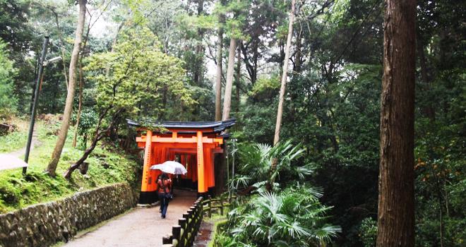 神社参拝で雨が降る縁起とは!天候の意味7つ